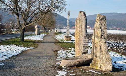 Hrad Karlík a sochořadí v Dobřichovicích